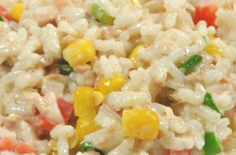 sałatka ryż z tuńczykiem